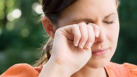 Reacción reducir los de la hinchados alérgica ojos